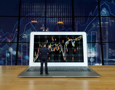 gettyimages 588570312 5bf3145246e0fb0051270306 - Simple Trading Strategies For Everyone